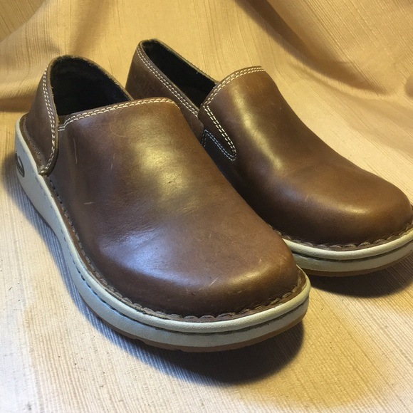 chaco leather shoes